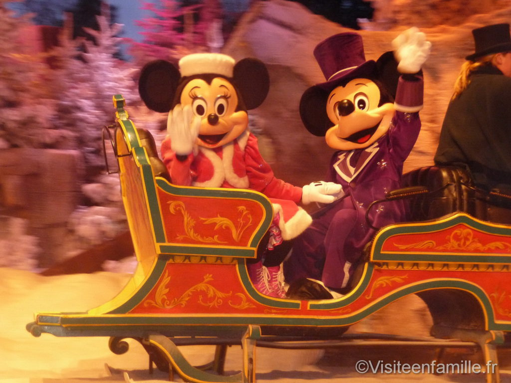 Mickey et Minnie en luge à Disneyland Paris