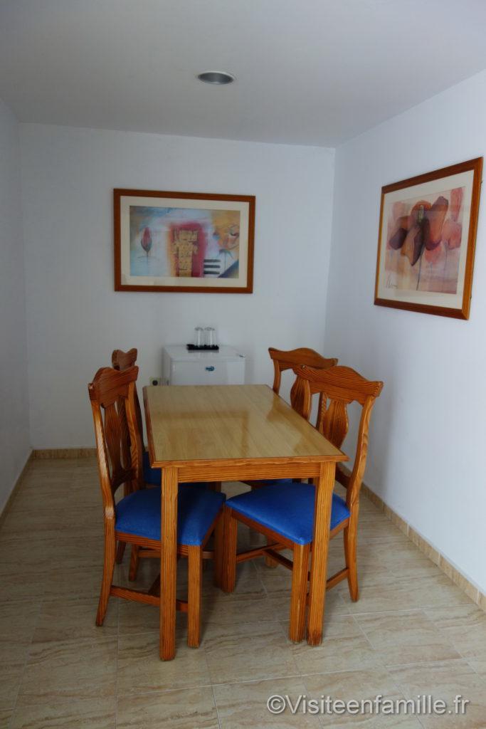 table dans la chambre Hôtel Riu Paraiso