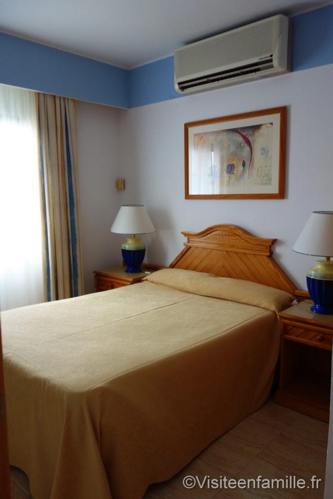 lit et climatisation Hôtel Riu Paraiso