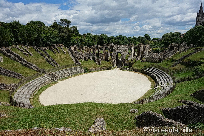 [Image: Amphith%C3%A9%C3%A2tre-gallo-romain-de-Saintes-1.jpg]
