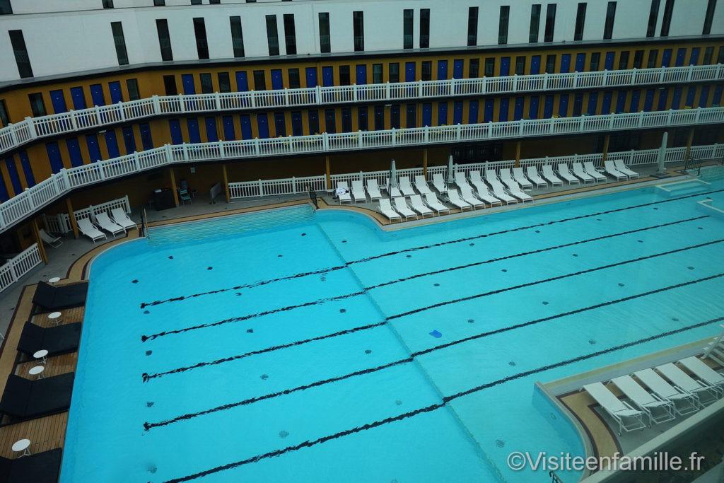 Vue depuis la chambre de la piscine extérieure de l'hôtel Molitor Paris