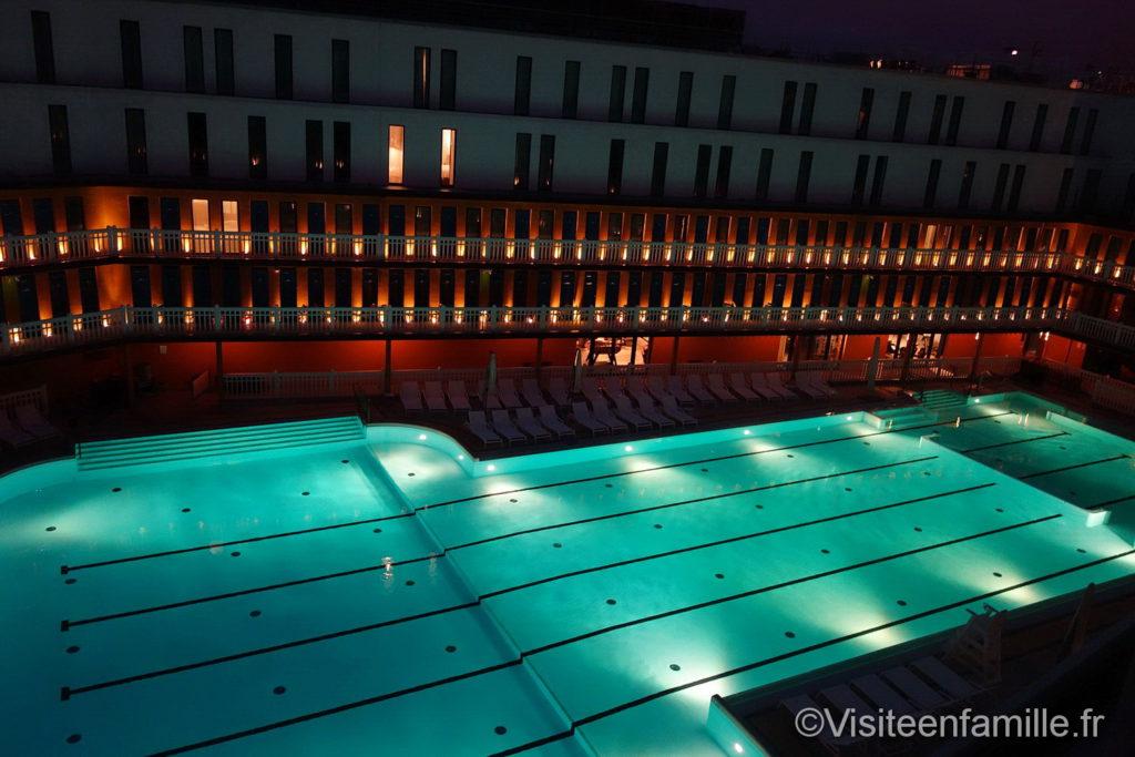 La piscine de l'hôtel Molitor Paris de nuit