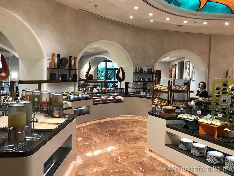 Les jus d'orange et autres pour le petit déjeuner de l'hotel Atlantis The palm de Dubai
