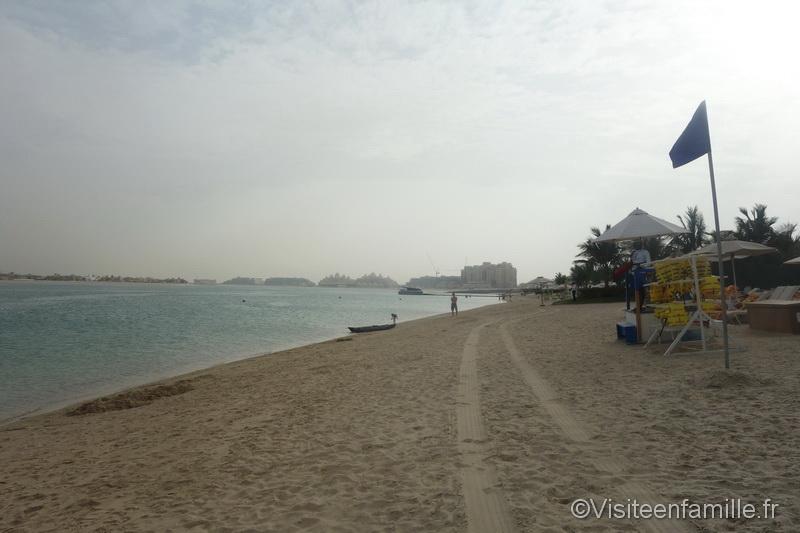 Vue de la plage et de la mer