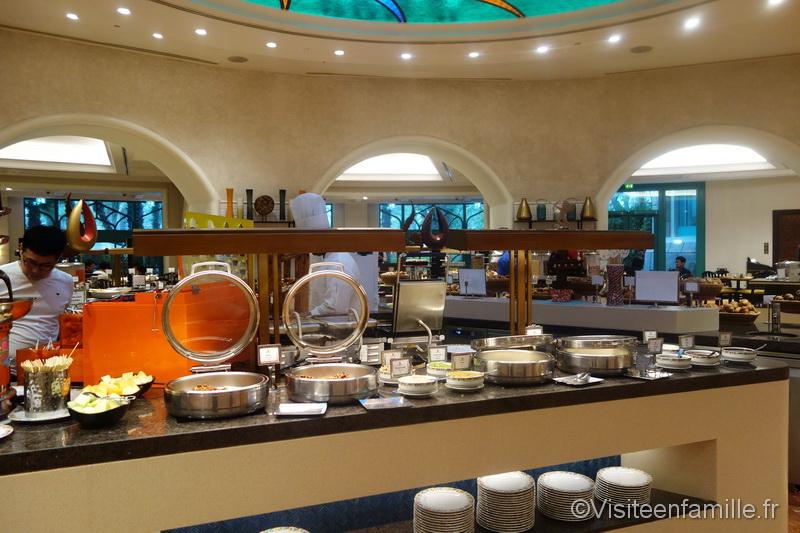 Les plats chauds du petit déjeuner à l'hotel Atlantis The palm de Dubai