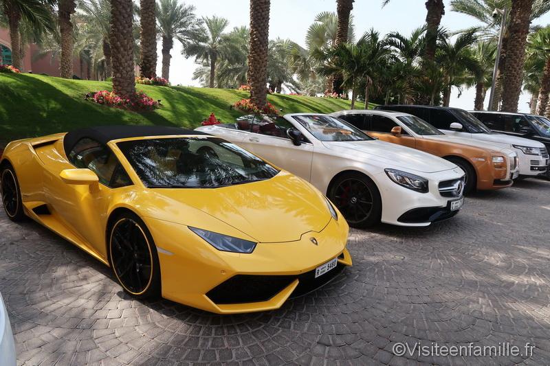 Les voitures de luxe de l'hôtel Atlantis The Palm Dubai