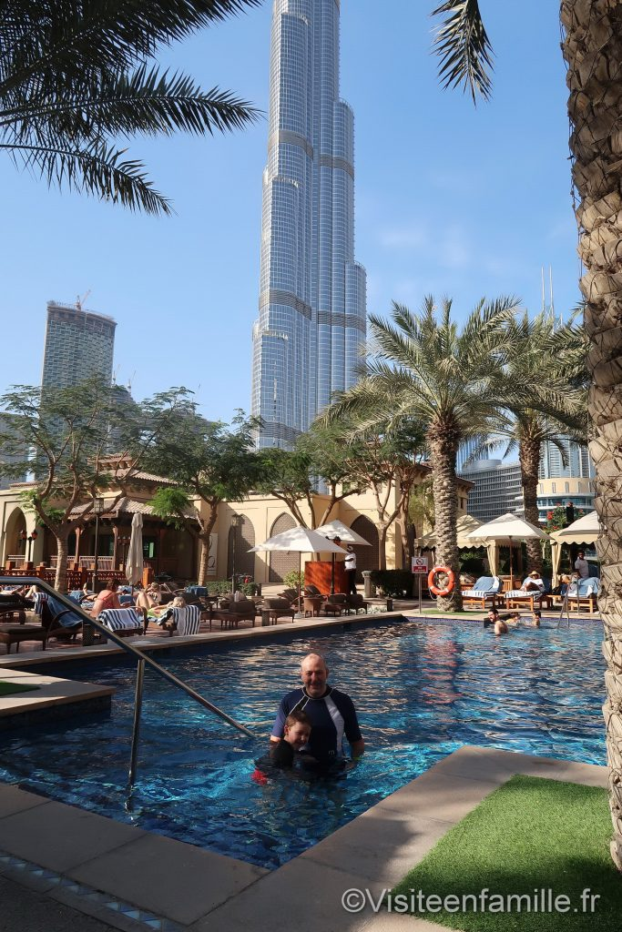 Vu sur la Burj Khalifa depuis la piscine du Palace Downtown Dubai