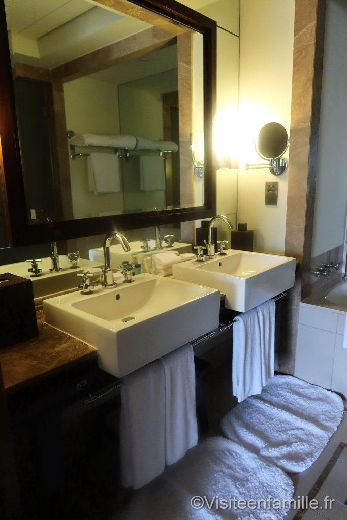 Salle de bain du Palace Downtown Dubai