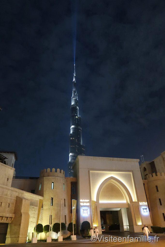 Burj Khalifa illuminé de nuit Palace Downtown Dubai