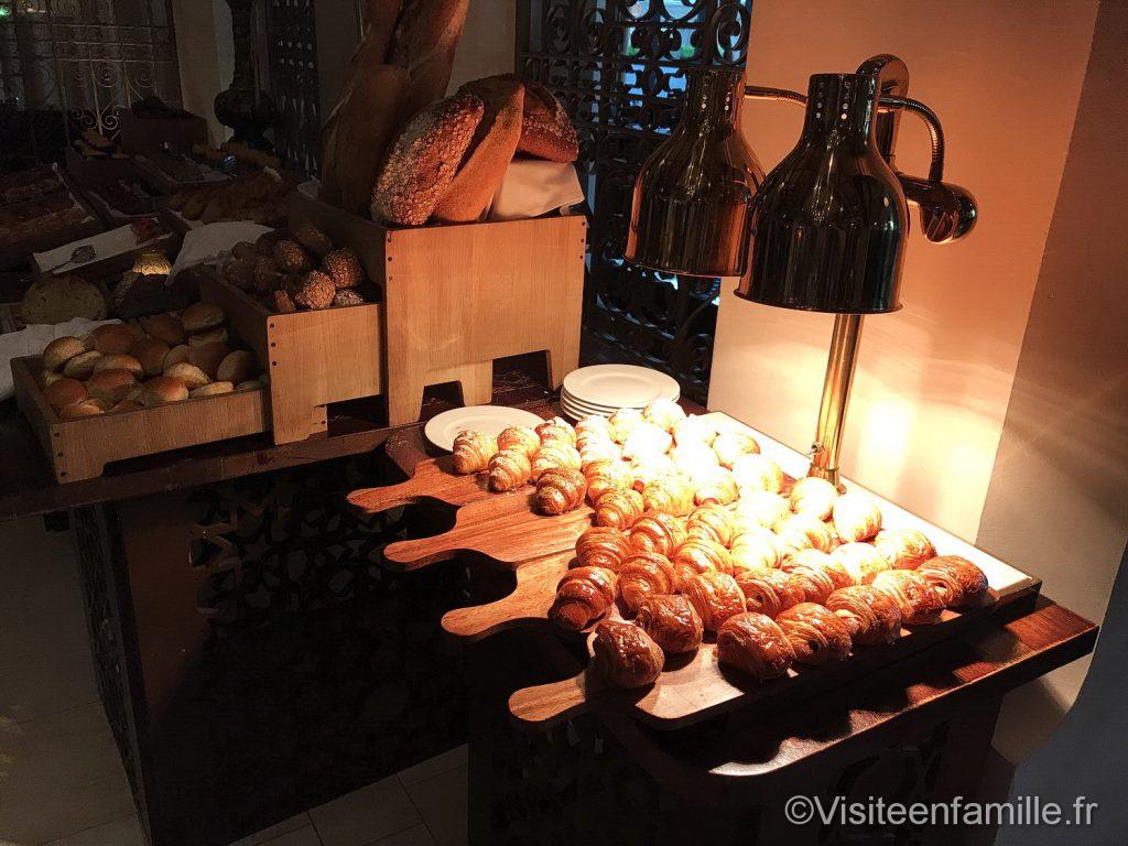 Croissants pour le petit déjeuner au Palace Downtown Dubai