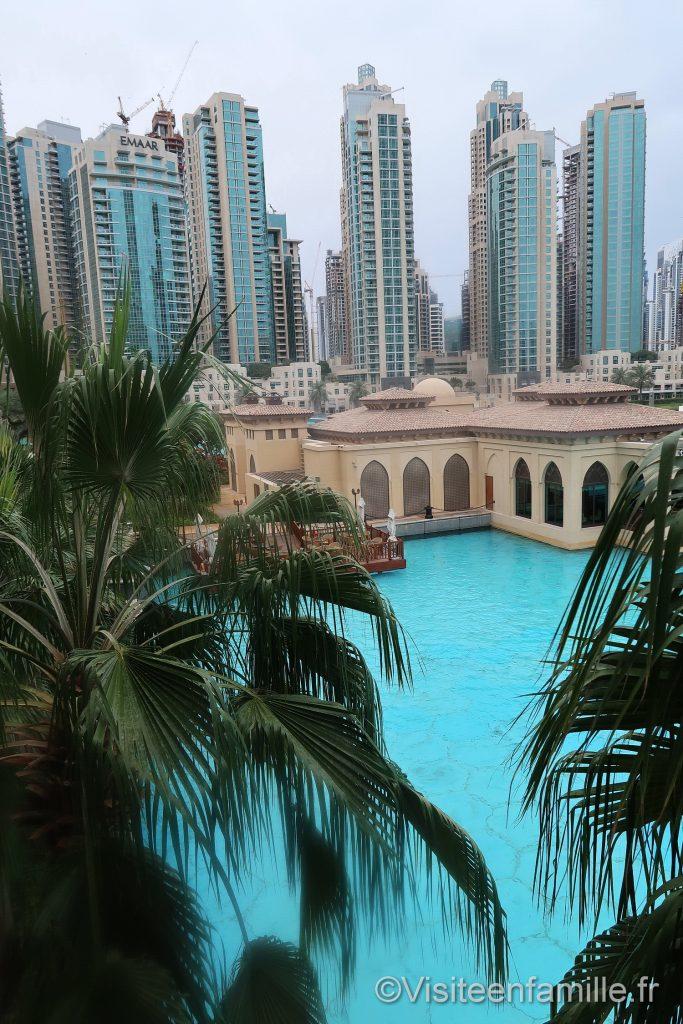Autre vue sur l'eau depuis la chambre du Palace Downtown Dubai