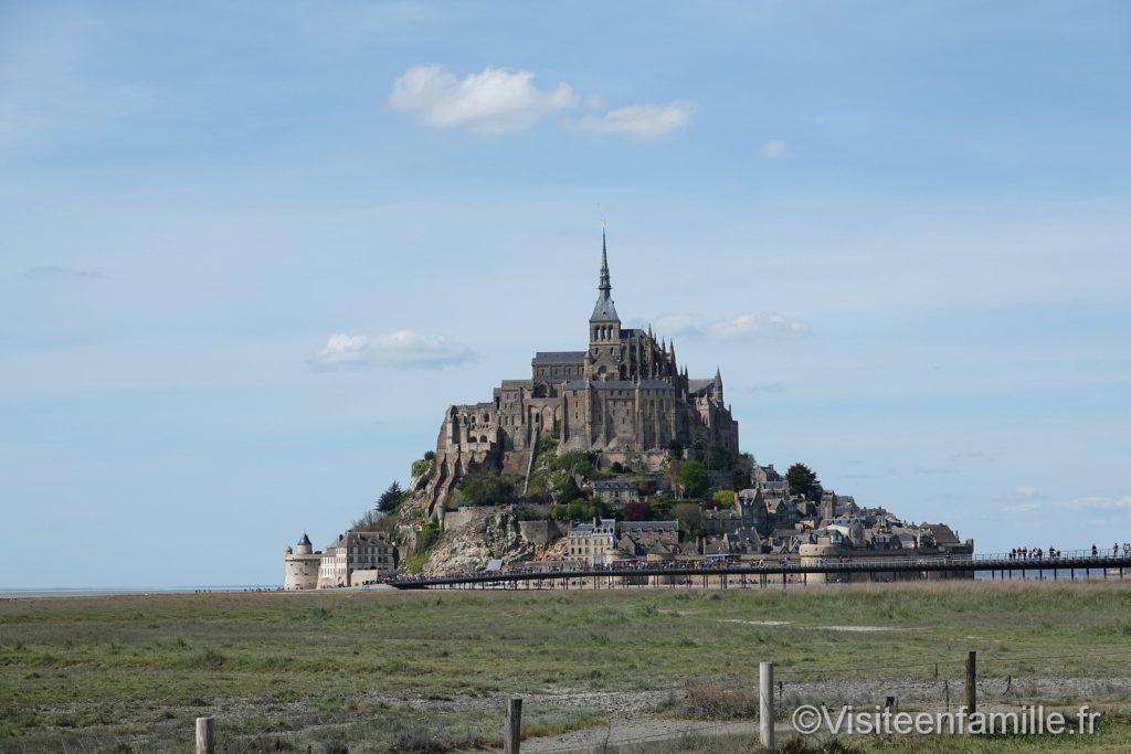 Le mont Saint Michel de loin