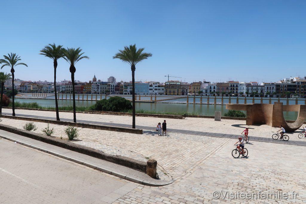 Vélo le long du fleuve Guadalquivir de Séville
