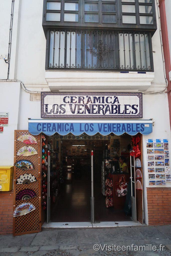 Toilette gratuite à Seville dans Ceramica Los Venerables
