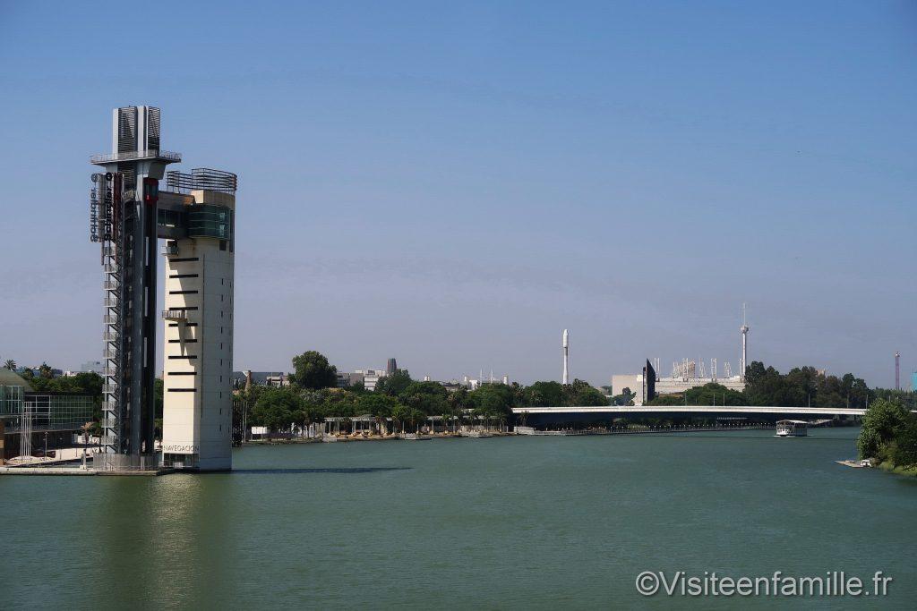 fleuve Guadalquivir et la partie moderne de Séville