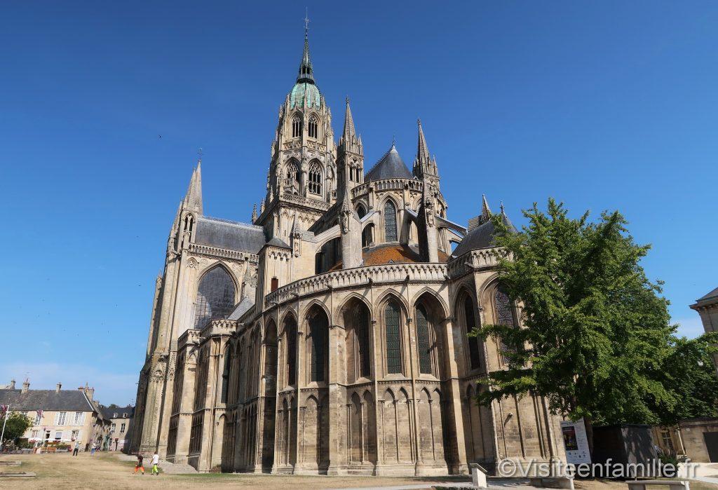 vue extérieure de la cathédrale de bayeux