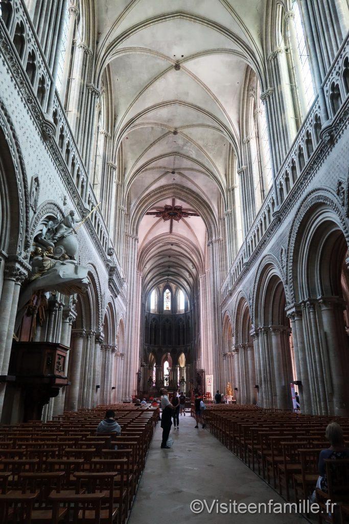 intérieur cathédrale de bayeux