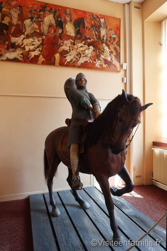 statue cavalier moyen âge bayeux