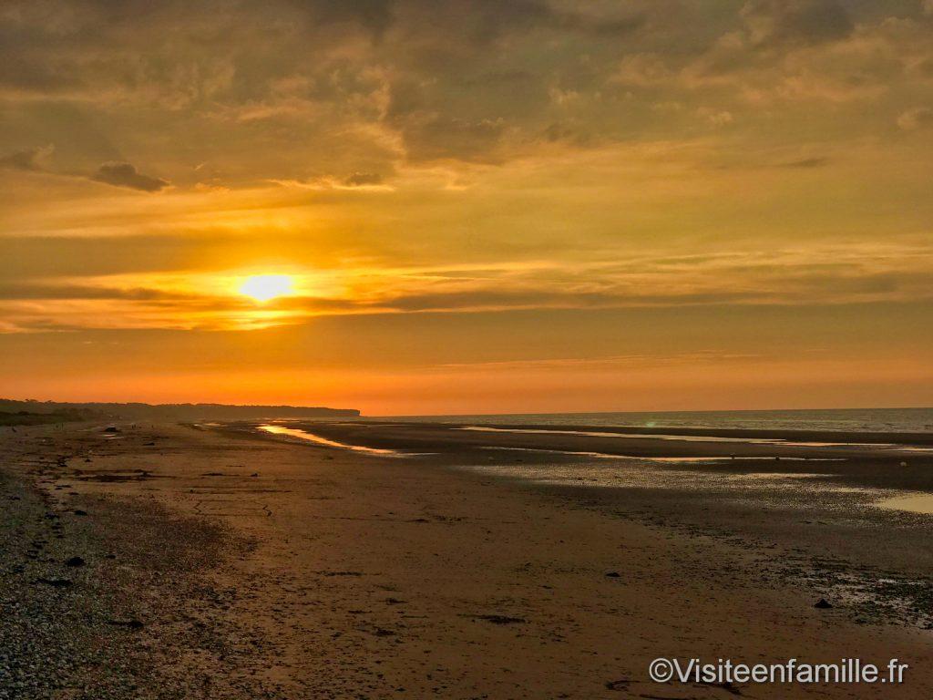 coucher de soleil jaune sur Omaha beach
