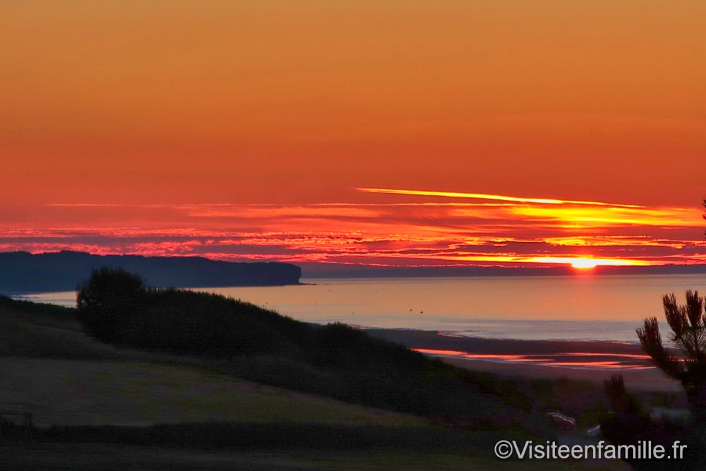 coucher de soleil orange sur Omaha beach