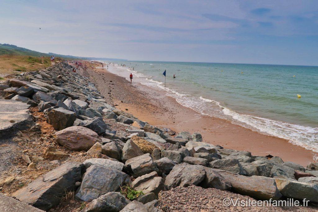 La plage et les rochers de Omaha beach