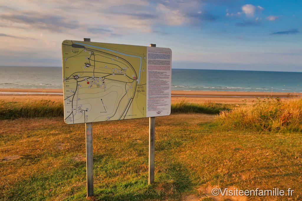 Panneau avec les détails de la guerre à Omaha beach