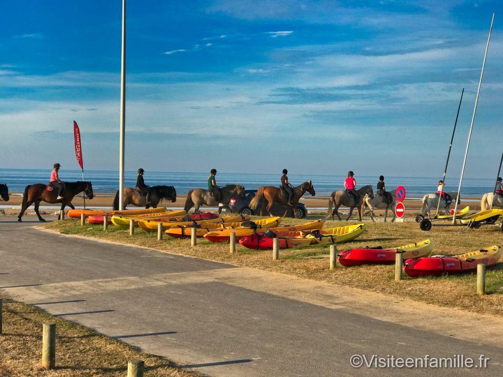 Des chevaux sur la plage Omaha beach