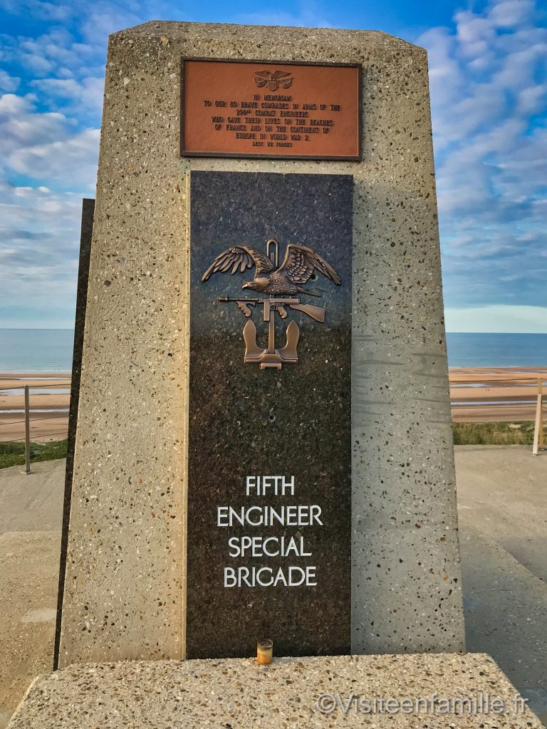 Monument de le fifth engineer special brigade à Omaha beach