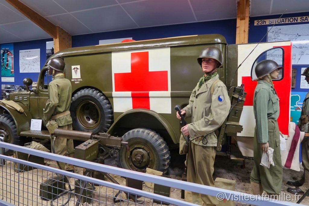 musée mémorial Omaha beach avec camion croix rouge