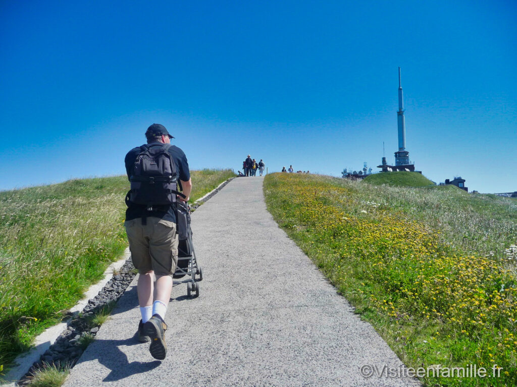 le Puy de Dôme avec une poussette