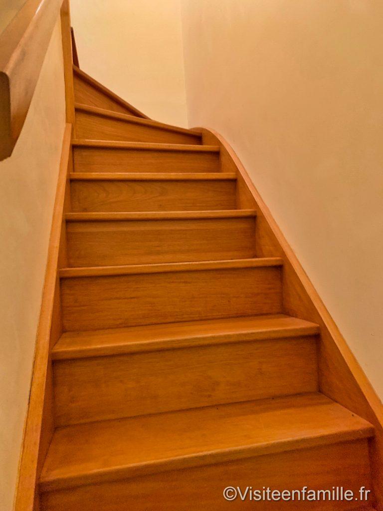 Les escaliers de notre hébergement du village Cancalais