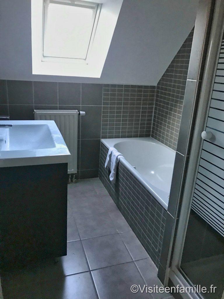 Salle de bain de notre hébergement du village Cancalais