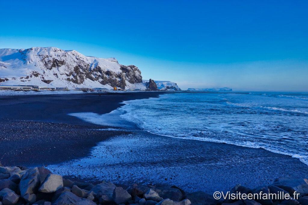 plage de sable noir vík í mýrdal islande