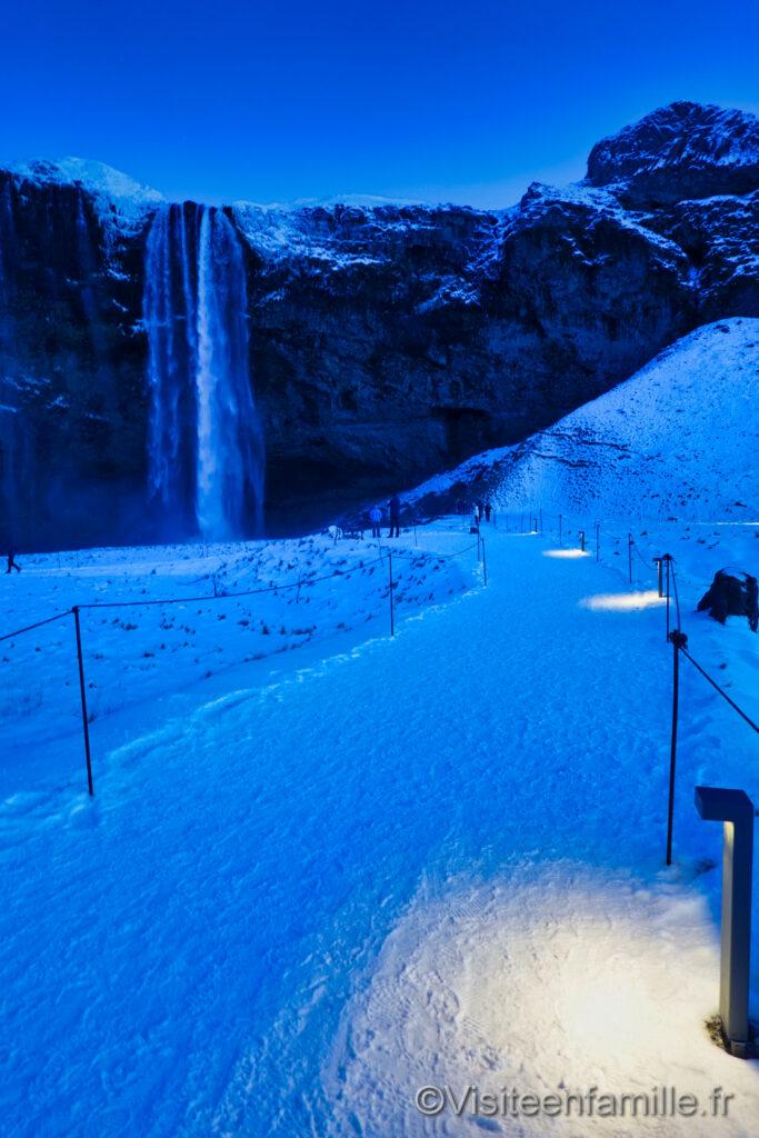 seljalandsfoss waterfall night